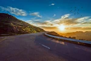 נוף - כביש והרים